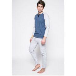 Guess Jeans - Piżama. Szare jeansy męskie z dziurami marki Guess Jeans, l, z aplikacjami, z bawełny. W wyprzedaży za 199,90 zł.