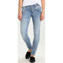 Freeman T. Porter COREENA Jeansy Slim Fit neighties. Niebieskie jeansy damskie relaxed fit marki Freeman T. Porter. W wyprzedaży za 356,30 zł.