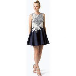 Lipsy - Damska sukienka wieczorowa, niebieski. Niebieskie sukienki balowe Lipsy, z koronki, z klasycznym kołnierzykiem. Za 599,95 zł.