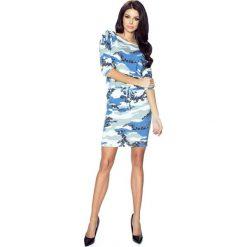 Camille – uniwersalna i bardzo wygodna sukienka biało-niebieskie moro. Niebieskie sukienki asymetryczne Bergamo, uniwersalny, moro, z materiału, militarne, z asymetrycznym kołnierzem. Za 124,99 zł.