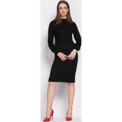 Czarna Sukienka Loyality. Czarne sukienki balowe marki Born2be, na imprezę, l, z dzianiny, z okrągłym kołnierzem, z długim rękawem, midi. Za 79,99 zł.
