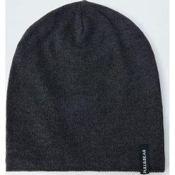 Czapka z cienkiej bawełnianej dzianiny. Czarne czapki męskie Pull&Bear, z bawełny. Za 39,90 zł.