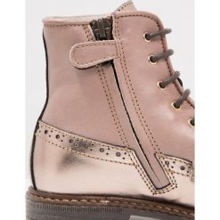Ocra Botki sznurowane king cannella/bolivia taupe. Szare buty zimowe damskie Ocra, z futra, na sznurówki. W wyprzedaży za 486,75 zł.