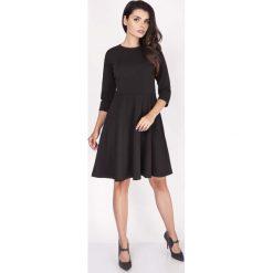 Czarna Sukienka z Szerokim Dołem z Rękawem 1/2. Czarne sukienki balowe marki Molly.pl, do pracy, l, z klasycznym kołnierzykiem, dopasowane. W wyprzedaży za 109,65 zł.