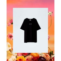 Czarna koszulka Pull&Bear by Rosalía. Niebieskie t-shirty damskie marki Pull&Bear. Za 69,90 zł.