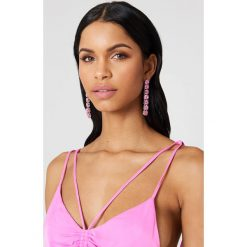 Kolczyki damskie: NA-KD Party Wiszące kolczyki Row Stone – Pink