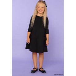 Sukienka trapezowa, model 24, czarny. Czarne sukienki dziewczęce z falbanami Pakamera, z tkaniny, eleganckie. Za 89,00 zł.