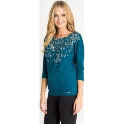 Bluzki damskie: Zielona bluzka z printem w liście QUIOSQUE