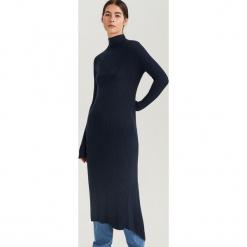 Sukienka z półgolfem ReDesign - Granatowy. Niebieskie sukienki z falbanami marki Reserved, l. Za 199,99 zł.