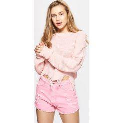 Swetry klasyczne damskie: Lekki sweter z przetarciami - Różowy