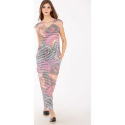 Długie sukienki: Prążkowa sukienka maxi