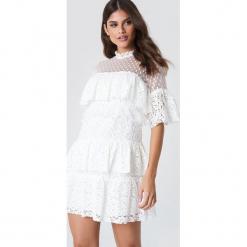 Trendyol Sukienka mini z koronką - White. Szare sukienki koronkowe marki Trendyol, na co dzień, casualowe, midi, dopasowane. W wyprzedaży za 145,77 zł.
