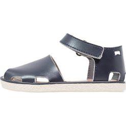 Camper MIKO  Sandały dark blue. Niebieskie sandały chłopięce Camper, z materiału, z otwartym noskiem. W wyprzedaży za 136,95 zł.