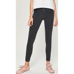 Jeansy skinny high waist - Szary. Szare boyfriendy damskie Sinsay, z jeansu, z podwyższonym stanem. Za 49,99 zł.