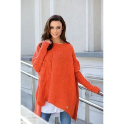 Modny sweter ponczo rudy MOLLY. Brązowe swetry klasyczne damskie Lemoniade, na jesień, ze splotem. Za 149,90 zł.