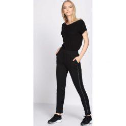Czarne Spodnie Dresowe Extradition. Czarne spodnie dresowe damskie marki Born2be, l. Za 54,99 zł.