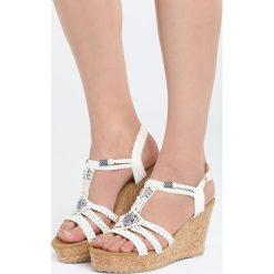 Białe Sandały Maturity. Białe sandały damskie marki Born2be, z materiału, na koturnie. Za 99,99 zł.