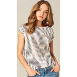 Koszulka z aplikacją - Kremowy. Białe t-shirty damskie marki Mohito, l, z aplikacjami. Za 69,99 zł.