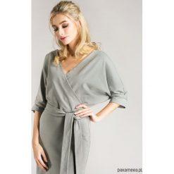 Sukienki: Sukienka kopertowa z eleganckiej dzianiny szara