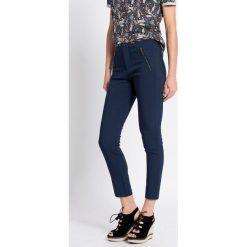 Medicine - Spodnie Inverness. Niebieskie rurki damskie marki House, z jeansu. W wyprzedaży za 79,90 zł.