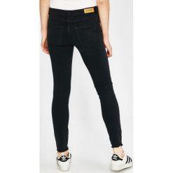 Review - Jeansy Minnie. Szare jeansy damskie marki Review, l, z tkaniny, z okrągłym kołnierzem. W wyprzedaży za 99,90 zł.