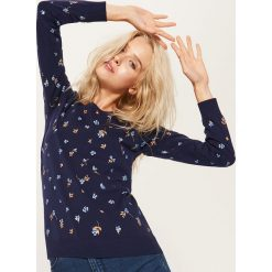 Sweter z nadrukiem all over - Granatowy. Niebieskie swetry klasyczne damskie House, m. Za 59,99 zł.