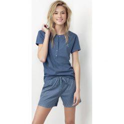 Damska piżama Joslin niebieska. Niebieskie piżamy damskie Astratex, w paski, z bawełny, z krótkim rękawem. Za 64,79 zł.