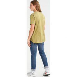 T-shirty męskie: RVLT Tshirt basic green
