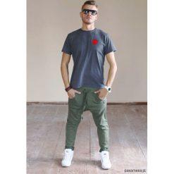 Luźne spodnie dresowe. Brązowe spodnie dresowe męskie Pakamera, z bawełny. Za 139,00 zł.