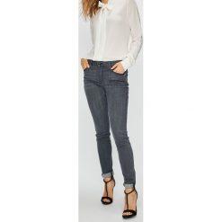 Guess Jeans - Jeansy Annette. Szare jeansy damskie rurki Guess Jeans, z aplikacjami, z bawełny. Za 399,90 zł.