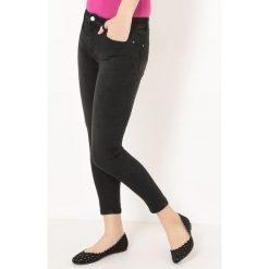 Czarne jeansy skrócone, dekatyzowane. Czarne jeansy damskie La Redoute Collections. Za 132,26 zł.