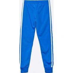 Adidas Originals - Spodnie dziecięce 128-164 cm. Niebieskie joggery męskie adidas Originals, z dzianiny. W wyprzedaży za 129,90 zł.