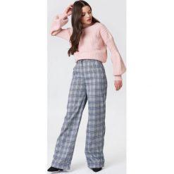 Trendyol Sweter z półgolfem i bufiastym rękawem - Pink. Różowe swetry klasyczne damskie marki Trendyol, z dzianiny, z golfem. W wyprzedaży za 66,57 zł.