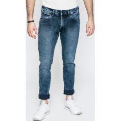 Wrangler - Jeansy Larston. Niebieskie jeansy męskie slim Wrangler, z aplikacjami, z bawełny. W wyprzedaży za 179,90 zł.