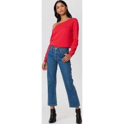 NA-KD Basic Sweter na jedno ramię - Red. Różowe swetry klasyczne damskie marki NA-KD Basic, z bawełny. Za 80,95 zł.