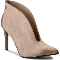 Szpilki CARINII - B3755/O 504-000-000-C11. Brązowe buty zimowe damskie Carinii, z nubiku. W wyprzedaży za 229,00 zł.