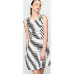 Czarna Sukienka Tree Hill. Czarne sukienki letnie marki Born2be, xl, mini, oversize. Za 34,99 zł.
