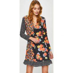 Trendyol - Sukienka. Szare sukienki mini marki Trendyol, na co dzień, z elastanu, casualowe, dopasowane. Za 99,90 zł.