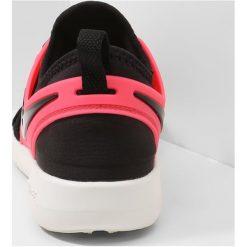 Buty do biegania damskie: Nike Performance FREE TR 7 Obuwie do biegania neutralne black/solar red/summit white