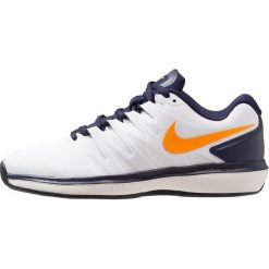 Nike Performance AIR ZOOM PRESTIGE CLY Obuwie do tenisa Outdoor white/orange peel/blackened blue/phantom. Białe buty sportowe męskie Nike Performance, z materiału, outdoorowe. Za 419,00 zł.