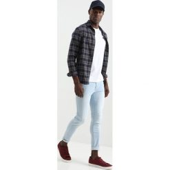 Tiffosi HARRY Jeans Skinny Fit faded light wash. Niebieskie rurki męskie marki Tiffosi. Za 149,00 zł.