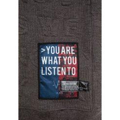 IKKS CHILL OUT Sweter gris anthracite. Szare swetry chłopięce marki IKKS, z elastanu. W wyprzedaży za 199,20 zł.