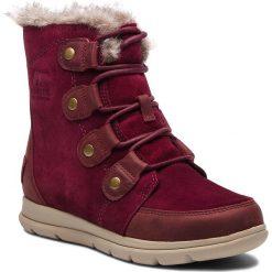 Śniegowce SOREL - Explorer Joan NL3039 Rich Wine Ancient Fossil 624. Czerwone buty zimowe damskie Sorel, z gumy. W wyprzedaży za 469,00 zł.