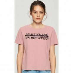 T-shirt z aplikacją - Różowy. Czerwone t-shirty damskie Sinsay, l, z aplikacjami. Za 24,99 zł.