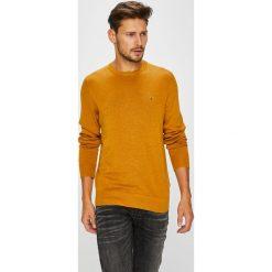 Tommy Hilfiger - Sweter. Pomarańczowe swetry klasyczne męskie TOMMY HILFIGER, l, z bawełny, z okrągłym kołnierzem. W wyprzedaży za 319,90 zł.