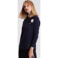Granatowy Sweter Chapter One. Niebieskie swetry klasyczne damskie marki other, l. Za 64,99 zł.
