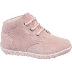 Buciki dziecięce Cupcake Couture różowe. Niebieskie buciki niemowlęce chłopięce marki Born2be, z materiału, z okrągłym noskiem, na obcasie. Za 89,90 zł.