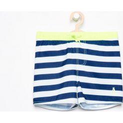 Szorty kąpielowe - Biały. Białe kąpielówki chłopięce marki Reserved. W wyprzedaży za 29,99 zł.