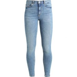 Pieces PCHIGHFIVE DELLY Jeans Skinny Fit light blue denim. Niebieskie rurki damskie Pieces. Za 199,00 zł.
