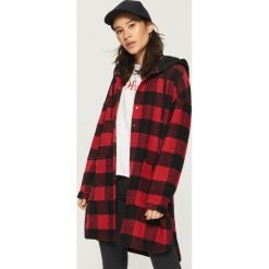 Płaszcz z kapturem - Czerwony. Czerwone płaszcze damskie marki Sinsay, m. W wyprzedaży za 99,99 zł.